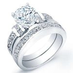 Ivy – Round With Sidestones Diamond Wedding Set