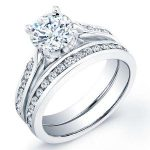 Petunia – Round With Sidestone Diamond Wedding Set