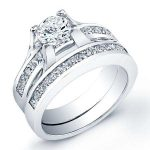 Ilima – Round With Sidestones Diamond Wedding Set