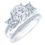 Dietes – Cushion With Sidestones Diamond Wedding Set