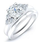 Alyssa – Round With Sidestones Diamond Wedding Set