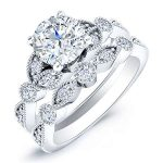 Laurel – Round With Sidestones Diamond Wedding Set